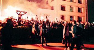 جمهور يحتفل